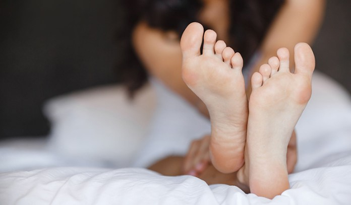 Olive oil helps to repair cracked dry feet