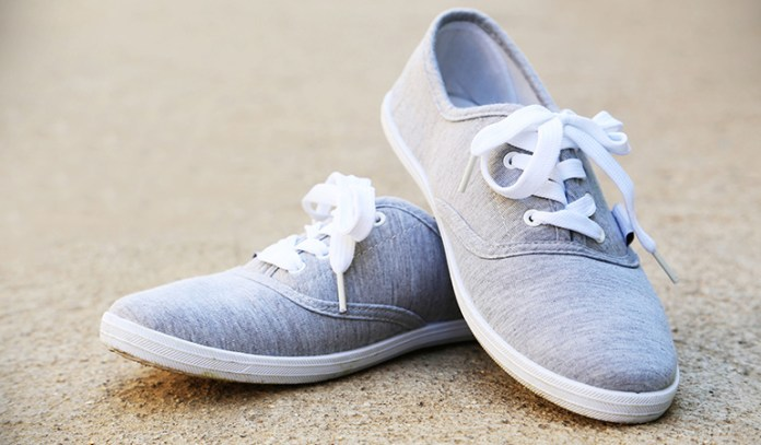 Walking shoes are suitable for osteoarthritic knee pain