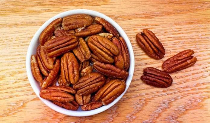1 oz of pecans has 0.72 mg iron.