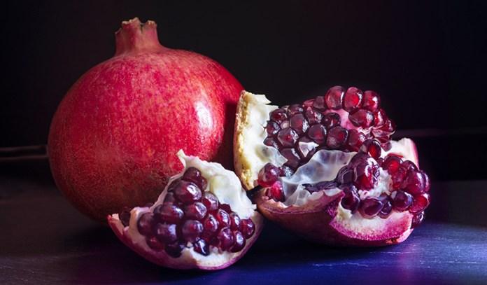 Pomegranates have 0.99 mg of zinc,
