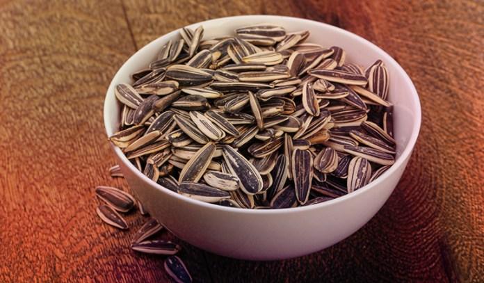 One ounce of sunflower seeds has 14.8 mcg of selenium.