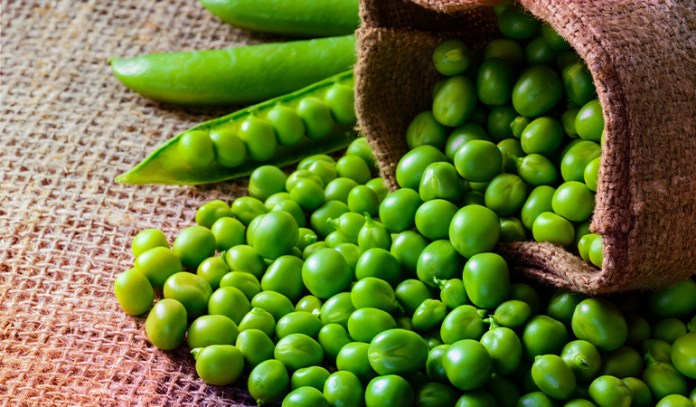 1/2 cup of raw green peas: 29 mg of vitamin C (32.2% DV)