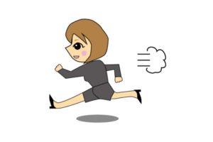 走ってる女性