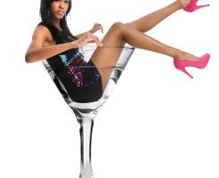 グラスに入る女性画像