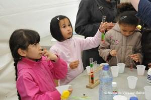 Des enfants participant à l'édition 2015 du festival Vitry-sur-Science © Mairie de Vitry-sur-Seine
