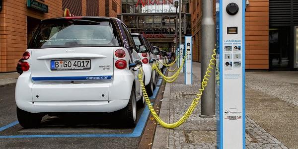 Noruega se convierte en el primer país en prohibir los autos con gasolina y la tala de arboles