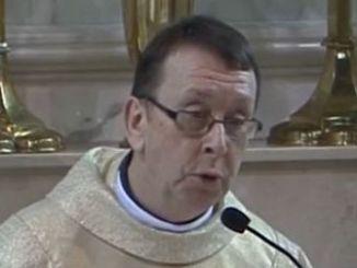 Un Sacerdote Causas Furor en Internet por su Canto en una Boda