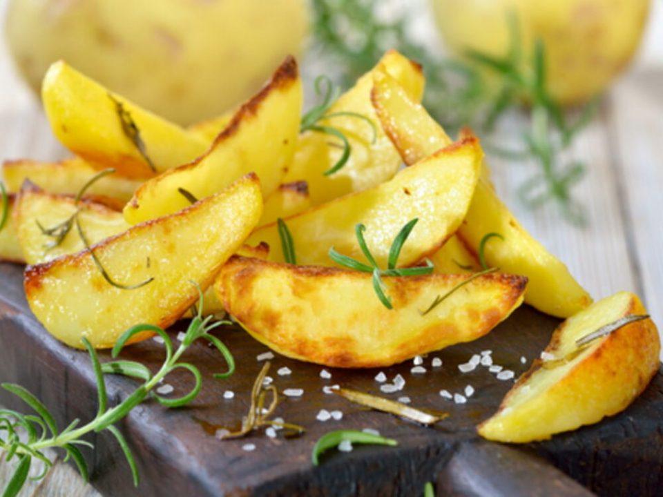 Hacer patatas fritas en el horno