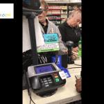 El cliente filma la forma surrealista como fue atendido en una gasolinera.-Vídeo-