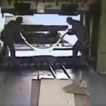 FUERTE VÍDEO: Un operario mata a su compañero con una prensa hidráulica