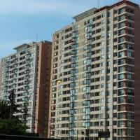FUERTES IMÁGENES: Un hombre se suicida tirándose al vacío desde el 15.º piso de un edificio en Lima