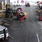 Vídeo: Trabajadores rodean con sus montacargas a un grupo de ladrones en un almacén checo