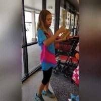 Momento adorable que una niña recibe el regalo sorpresa de un cachorro
