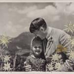Una foto firmada de Hitler abrazando a niña judía vendida por más de $ 11,000