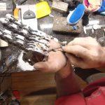 Hombre pierde cuatro dedos y se construye su mano protésica