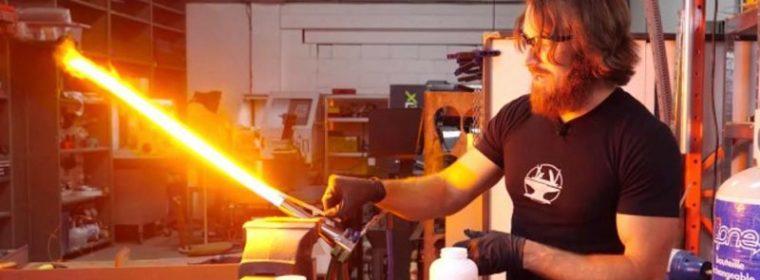 Crean un sable rectráctil de luz al estilo de Star Wars que corta el acero