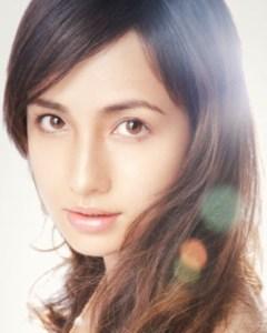 モデル・女優として活躍している佐田真由美さん