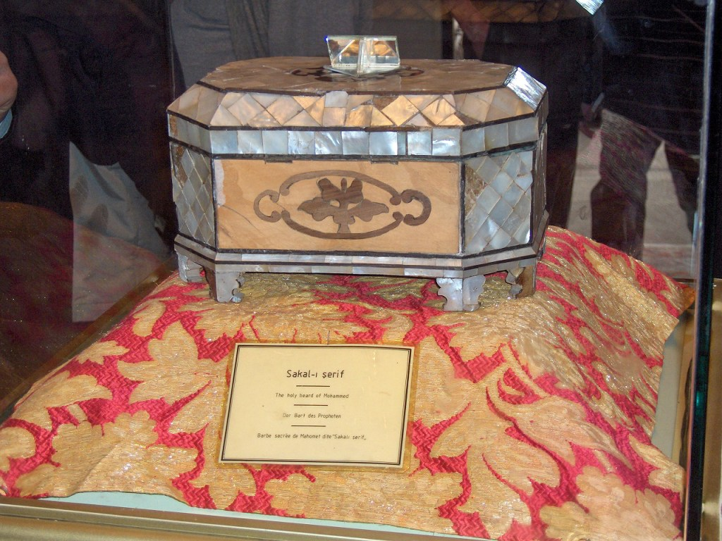 Box with a part of Muhammad's beard. Maulâna Rumi mausoleum, Konya, Turkey. Image Credit: Wikimedia Commons.