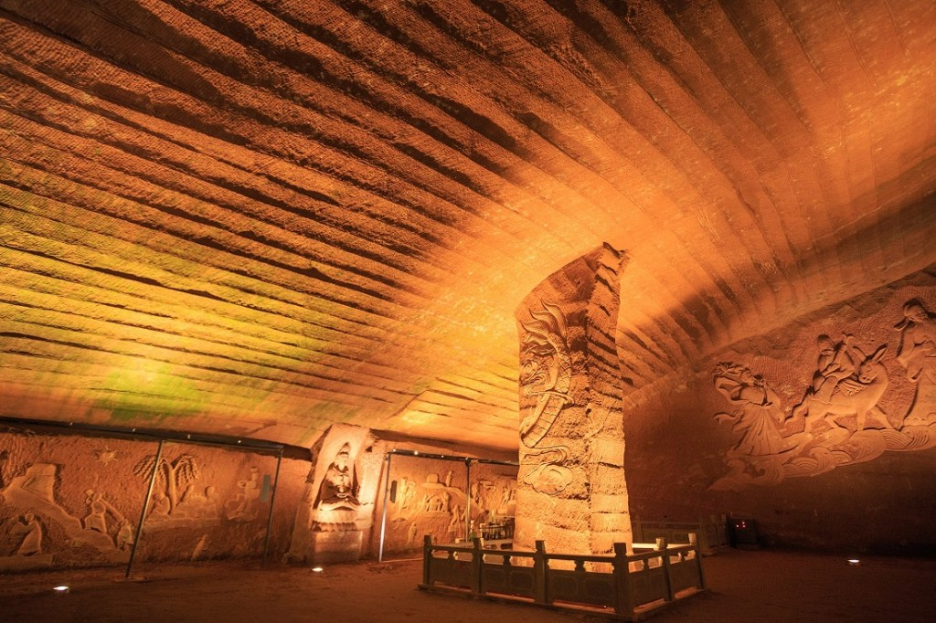 The Longyou Caves. Image Credit: Wikimedia Commons.