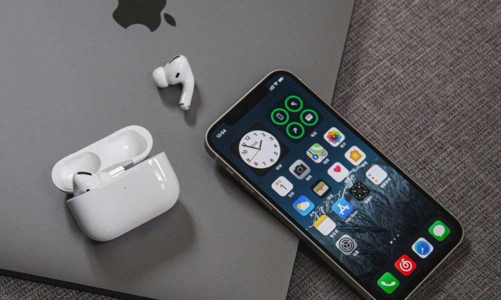 Rumorsfera: Un Mac o un iPad que pueden cargar nuestro iPhone, Apple Watch o AirPods de forma inalámbrica