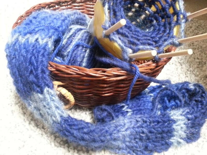 編み物男子マフラーに挑戦:大分できてきました