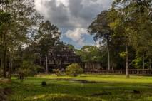 Prasat Baphuon Gardens