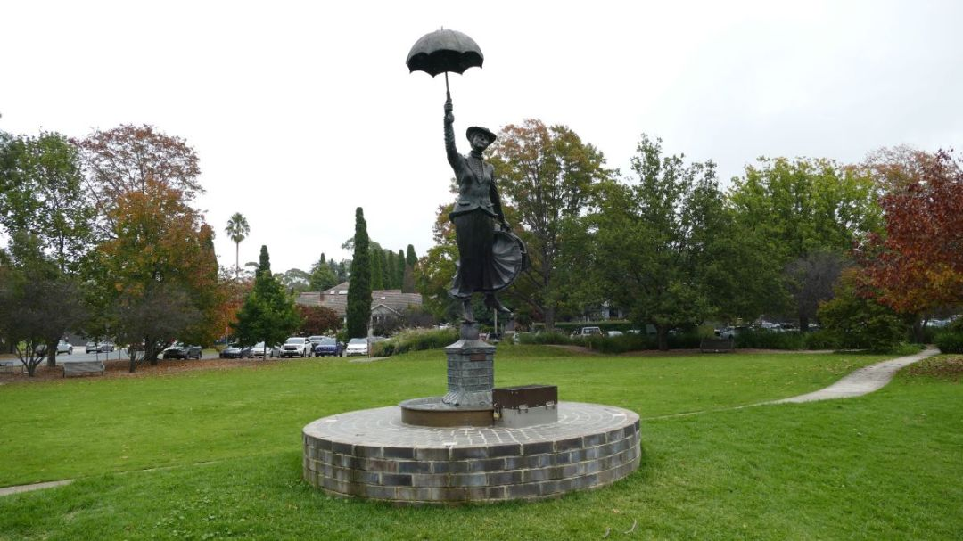 Mary Poppins Statue in Bowral