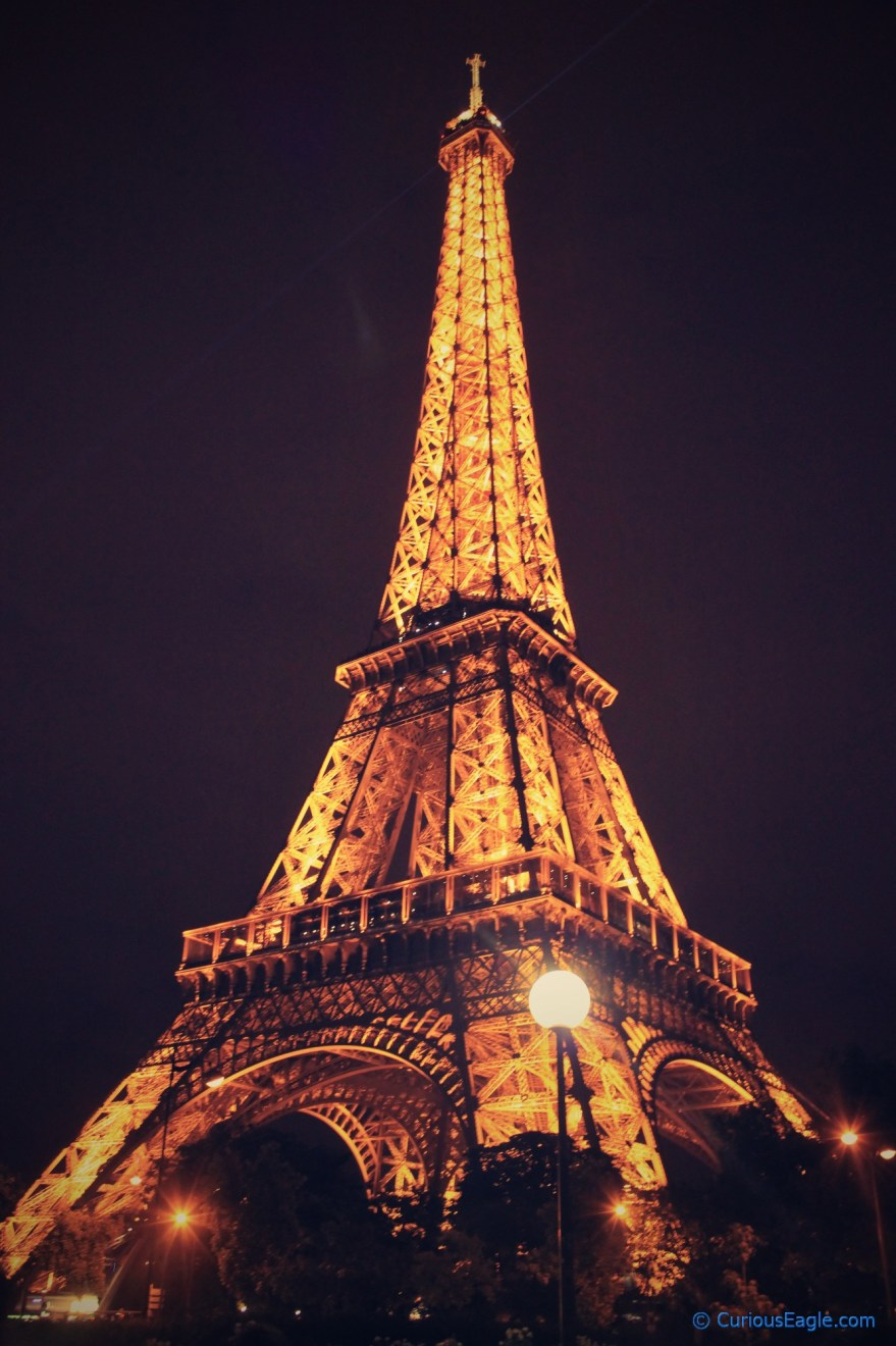 Beautifully lit eiffel tower at night