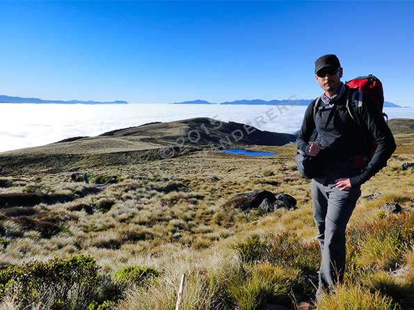 Hiking-above-the-sea-of-clouds