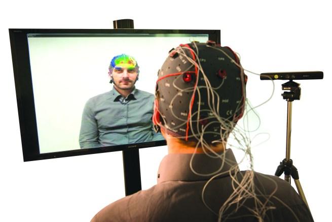 Mind-Mirror : dispositif de visualisation de l'activité cérébrale en réalité augmentée