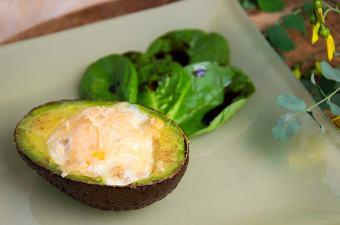 Avocado met ei en kaas