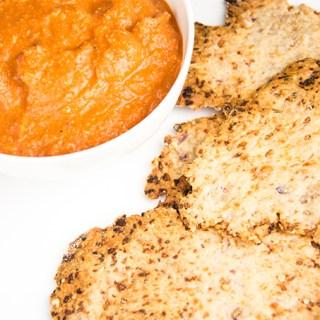 Recept Parmezaanse crackers met paprikadip