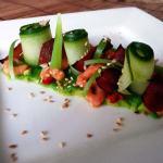 Komkommerrolletjes met gemarineerde garnalen