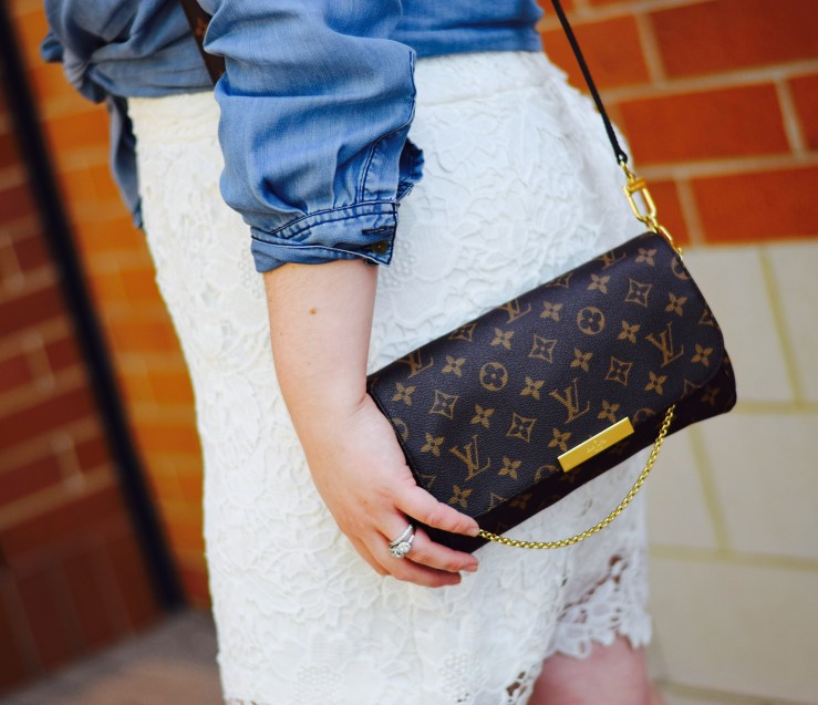 f35dea31763d A review of the coveted Louis Vuitton Favorite MM in Monogram Canvas. This  bag is