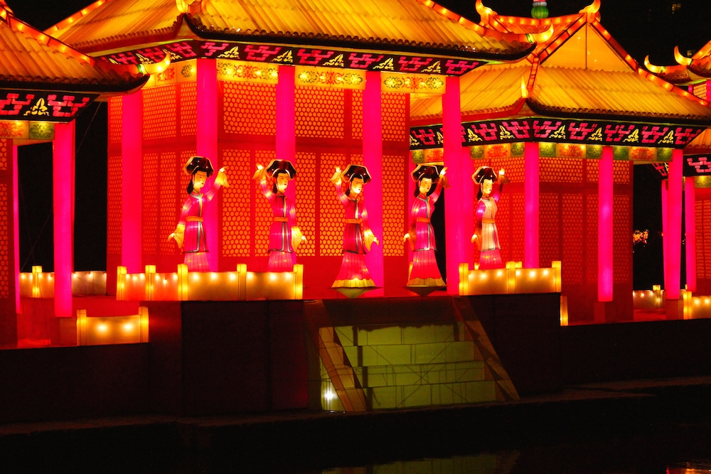 ladies in palace lantern