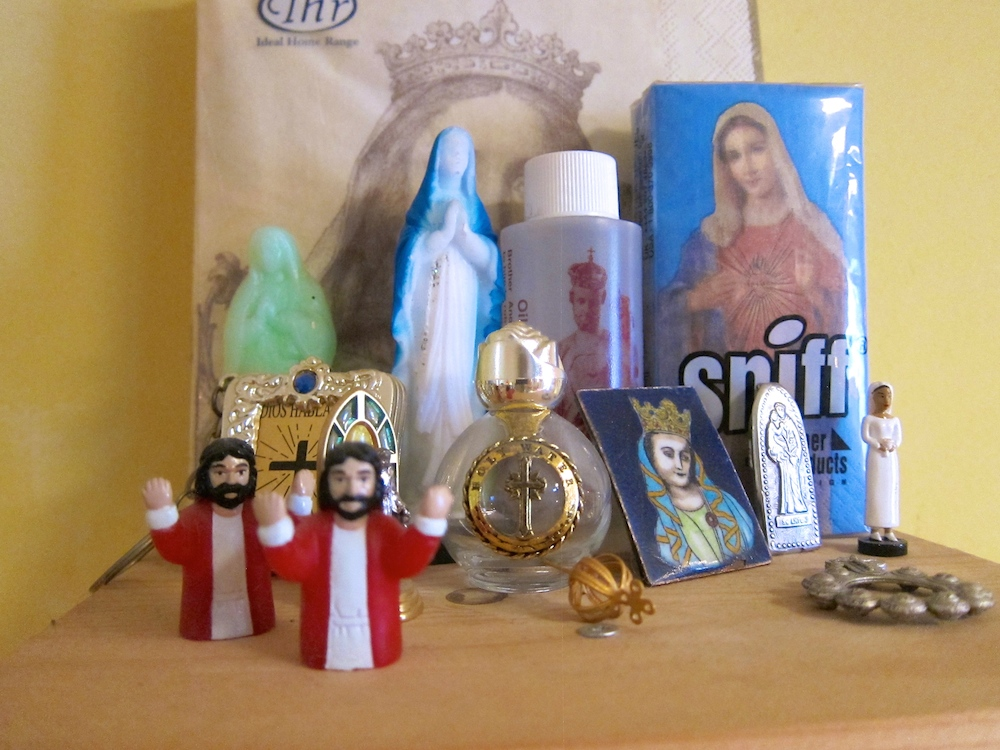 Small figurines of Jezus and Maria |curlytraveller.com