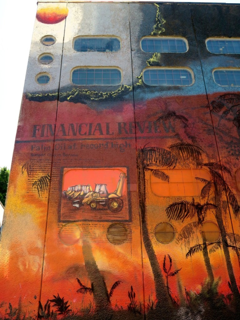 Mural covering a whole building  in St Peters |curlytraveller.com