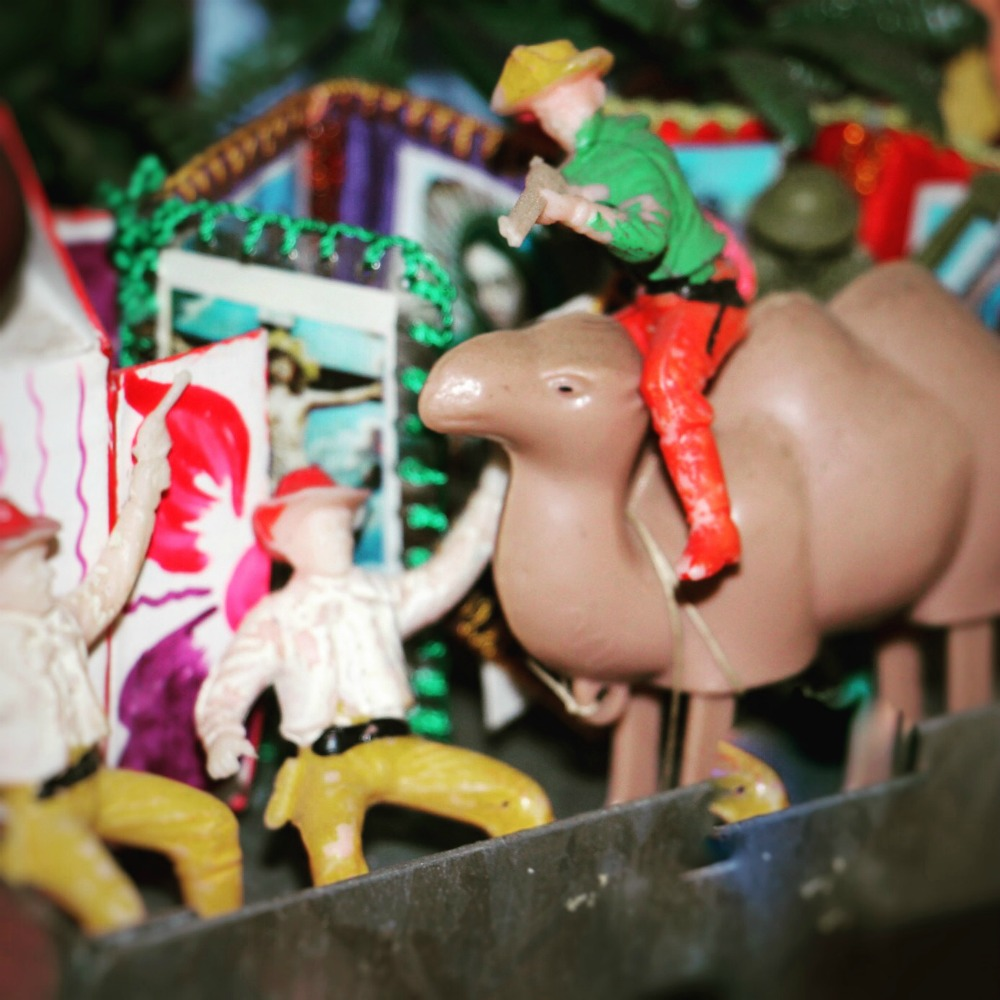 plastic soldiers on a camel |curlytraveller.com