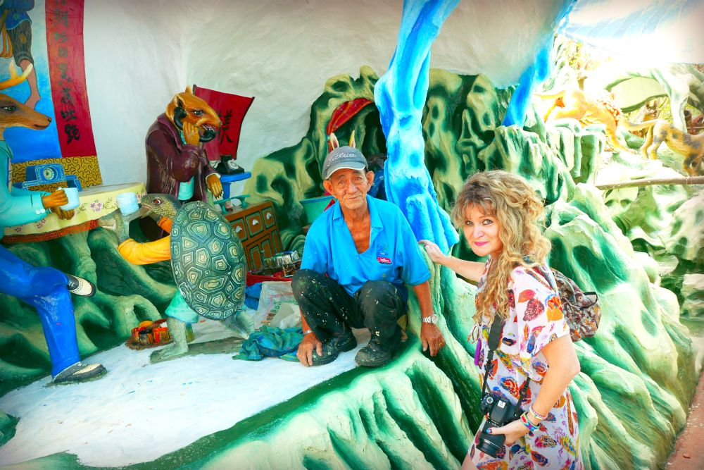 Mr. Teo Veoh Seng, painter of Haw Par Villa |curlytraveller.com