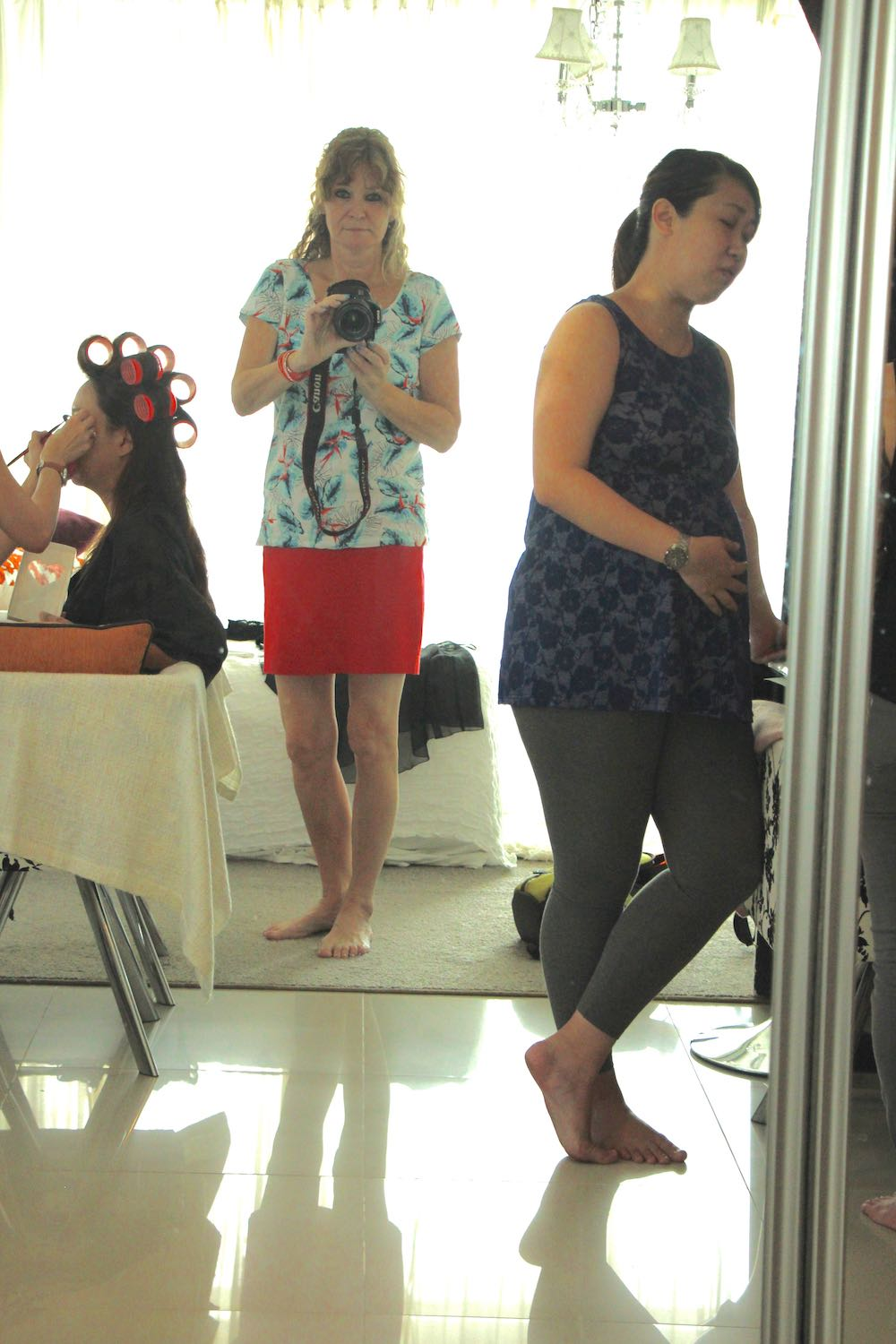 Busy preparing the photoshoot |curlytraveller.com