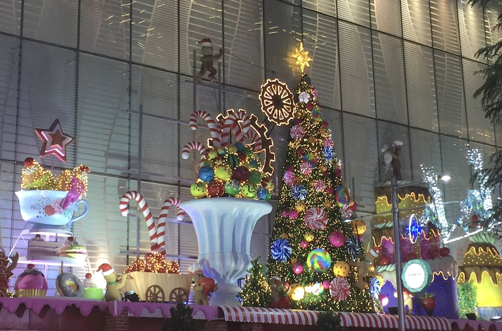 Centrepoint Mall's Christmas decorations |curlytraveller.com