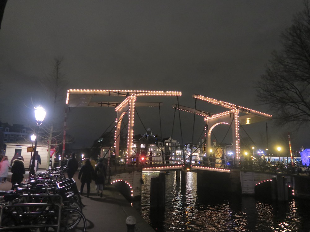Pretty Amsterdam by night in winter |curlytraveller.com