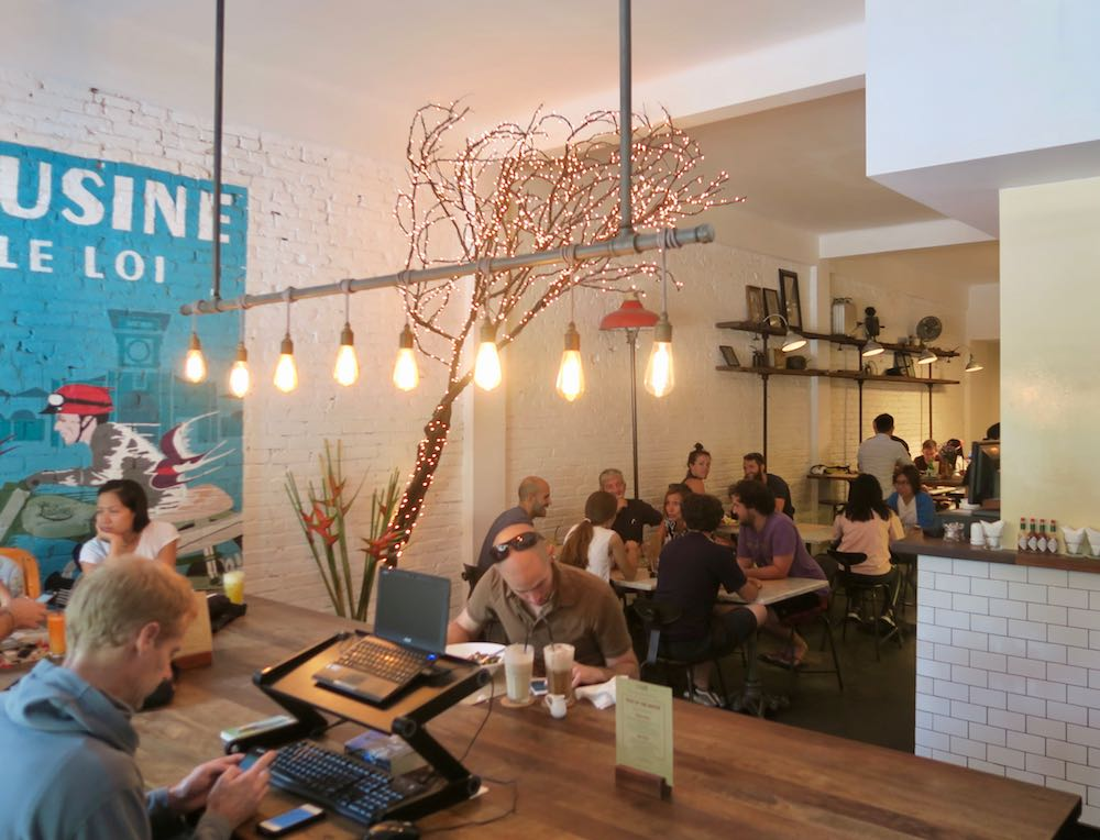Cool decor in L'Usine le Loi Cafeteria |curlytraveller.com