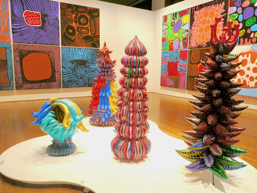 Loud coloured shapes and paintings by Yayoi Kusama |curlytraveller.com