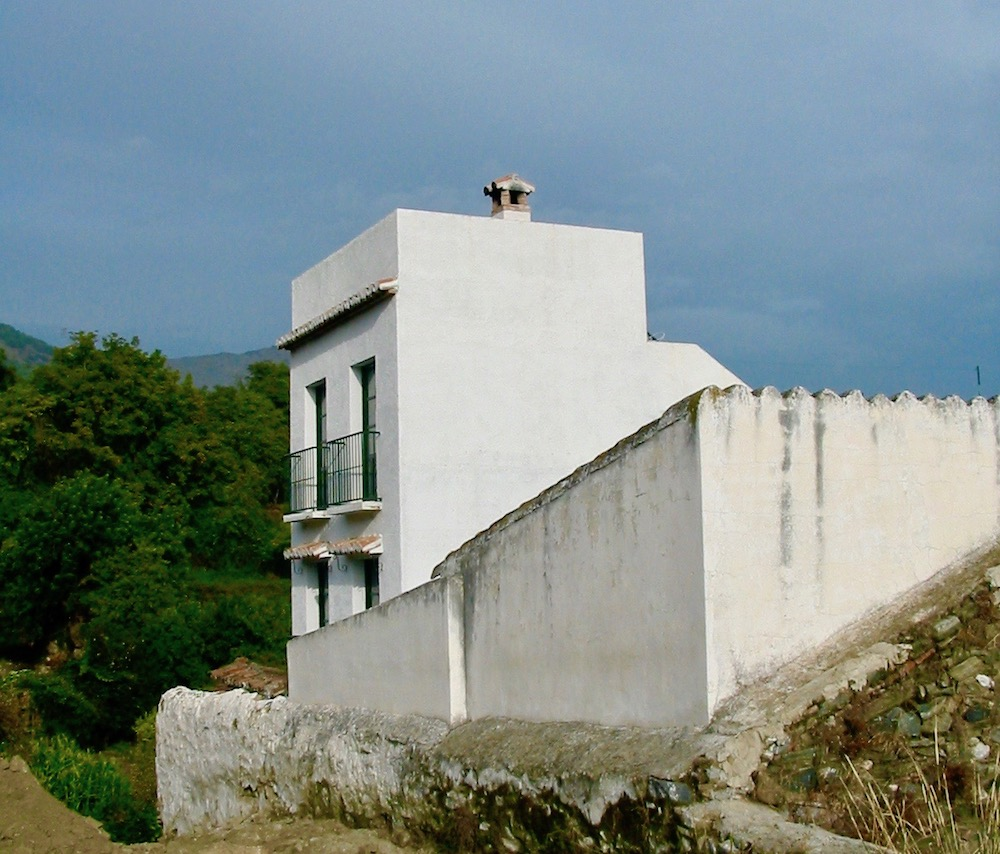 Small white mountain house in Andalusia |curlytraveller.com