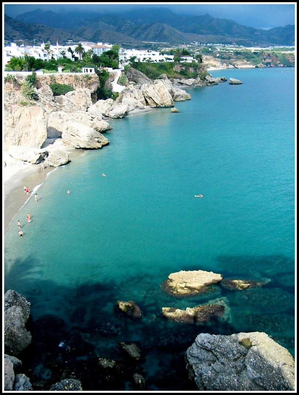 The spanish coast in Andalusia |curlytraveller.com