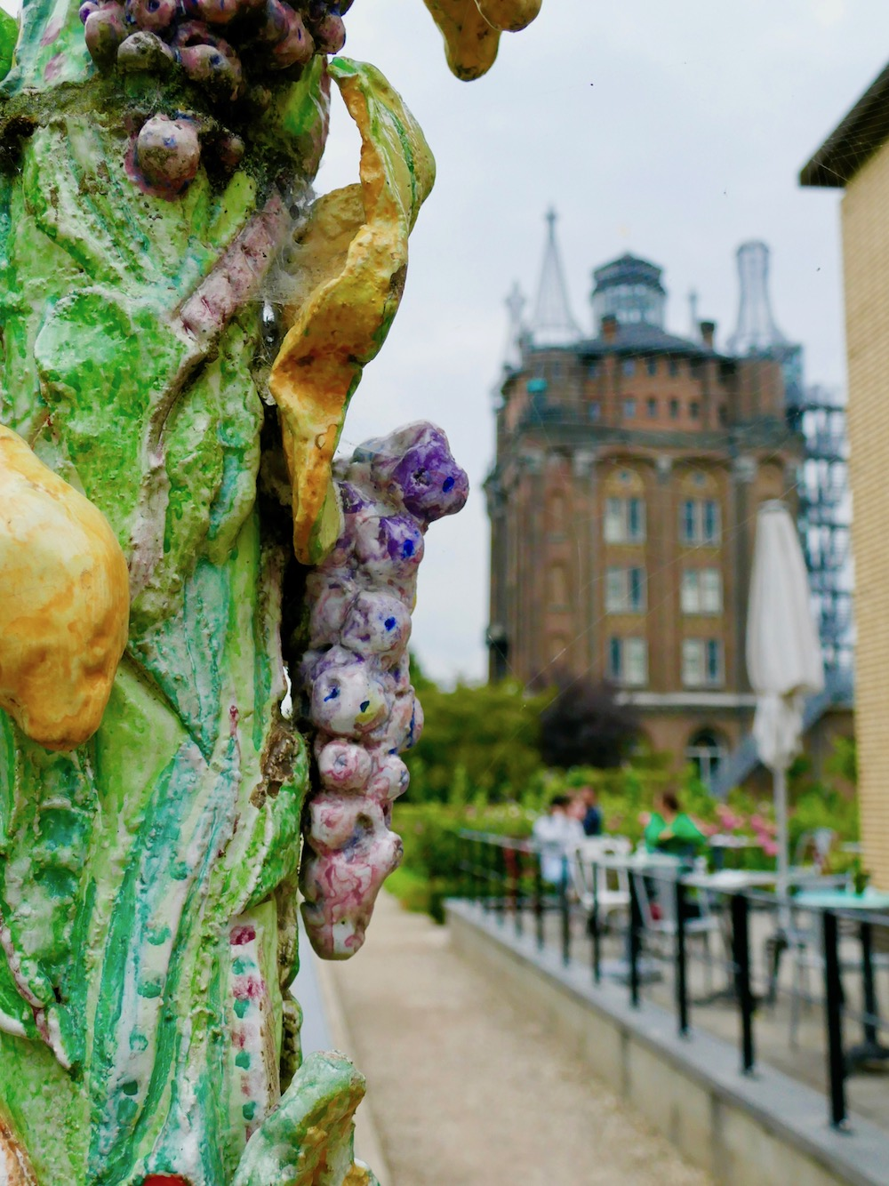 Sculpture and the water tower of Villa Augustus |curlytraveller.com