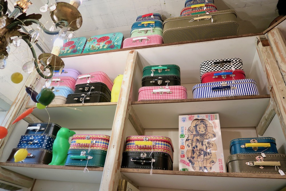 Beautiful mini suitcases at Villa Augustus |curlytraveller.com