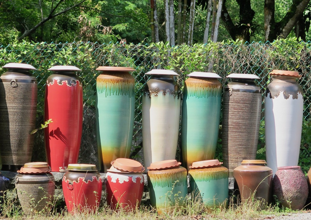 Large ceramic pots for outdoor at Thow Kwang Jungle Pottery |curlytraveller.com