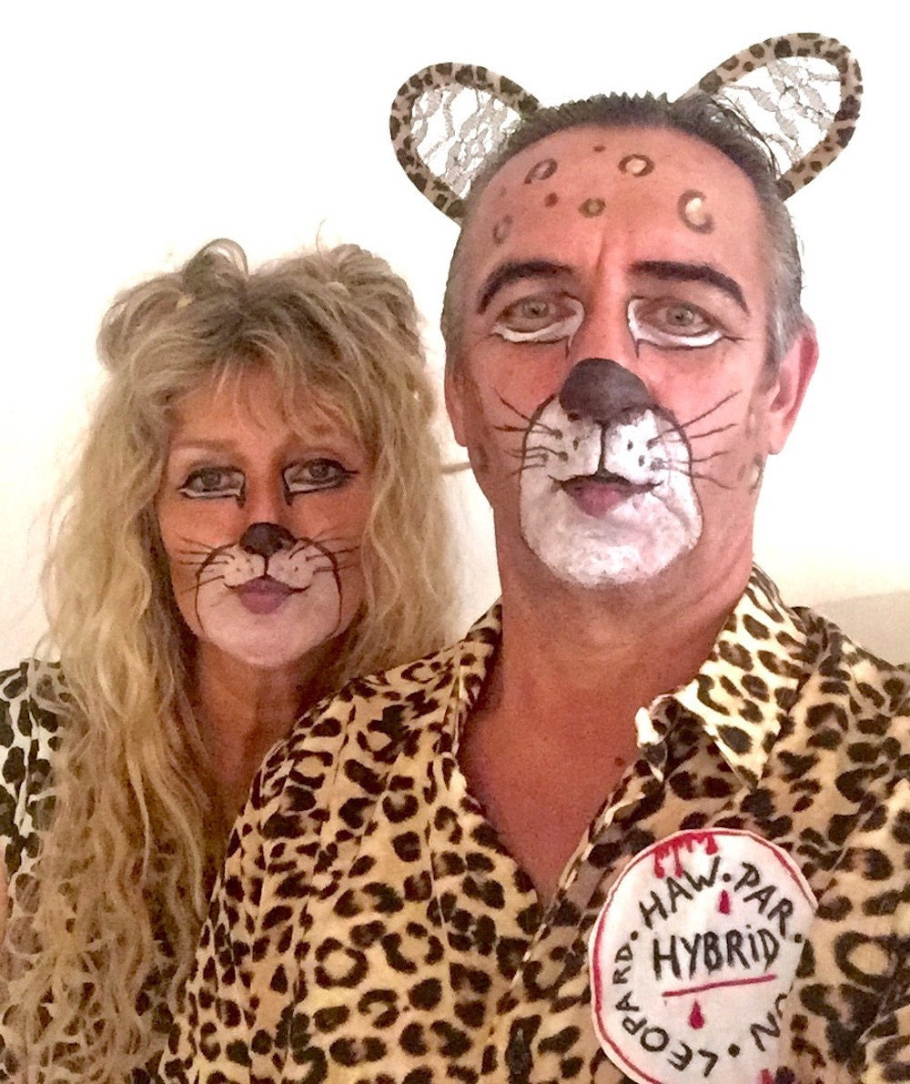 Mixed Feline couple Halloween|curlytraveller.com